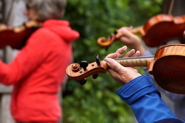 Vioolspelende mensen